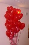 29-шарики в форме сердца, наполнены гелием, летают