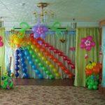 оформление шарами зала в детском саду, солцдне, радуга, цветы из шаров