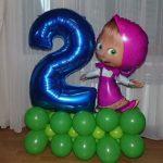 композиция из шаров, цифра два синяя, фигура Маша, на травке из шаров, 350грн