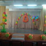 украшение зала шарами, колокольчик, арка, фонтаны, цветы из шаров