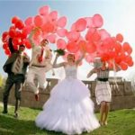 свадебная фотоссия с шарами - шарики форме сердец