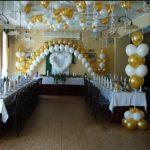 свадебное украшение зала шарами, сердце, две арки из гелиевых шаров, фонтаны из шариков, цвет золотой, белый