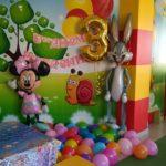 украшение комнаты шарами, Минни, кролик, тройка, шарики на пол