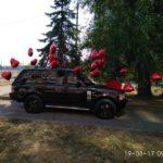 украшение машины шарами в форме сердец - подарок на день рождение