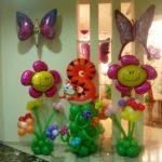 украшение детского дня рождения шарами, цирфра 8 в форме кота, цветы, бабочки надутые гелием