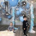 украшение шарами на 1 года, цифра один, большие шарики с бахрамой, гелиевые шары