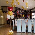 украшение зала шарами, гелевые шары под потолок, фонтаны на полукрашение зала шарами