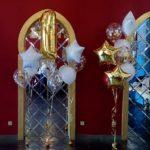 украшение зала шарами на детский день рождения, цифра один, фонтаны из гелиевых шаров на пол, звезды, прозрачные шары с конфетти