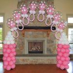 арка из летающих сосочек на колоннах из шаров