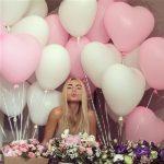 украшеие комнаты шарами в фоме сердец, цвет белый, розовый