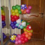 цифра 5 из воздушных шаров, цвет радуги