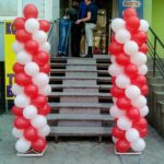 колонны из красных и белых шаров 100грн за метр