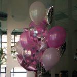 микс из шаров цена: перламутровые шары 30см - 35грн/шт, прозрачные шарики с розовым и серебрянным конфетти 45грн/шт, звезды 80грн/шт