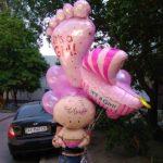 связка шаров в роддом, новорожденная девочка, коляска, ножка, пупсик, шарики