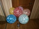 8 шарики разноцветные с сердечками