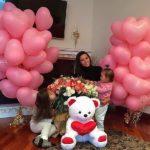 украшение комнаты шарами в форме сердце, розовые