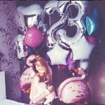 украшение спальни шарами, цифра 23 серебро, фигура фламинго, звезды, круги
