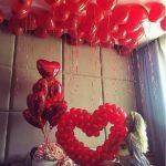 украшение комнаты шарами, сердца