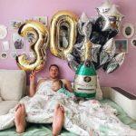 украшение шарами на день рождения мужа, цифра 30, серебро, звезды, черные шары