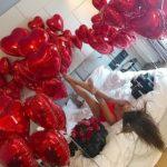 украшение комнаты шарами в форме сердец
