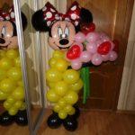 фигура из шаров Минни с букетом цветов