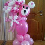 фигура из шаров розовый медвежонок с цветами