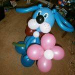 фигура из воздушных шариков синяя собака с цветком, 400грн/шт.